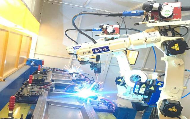 OTC焊接机械手